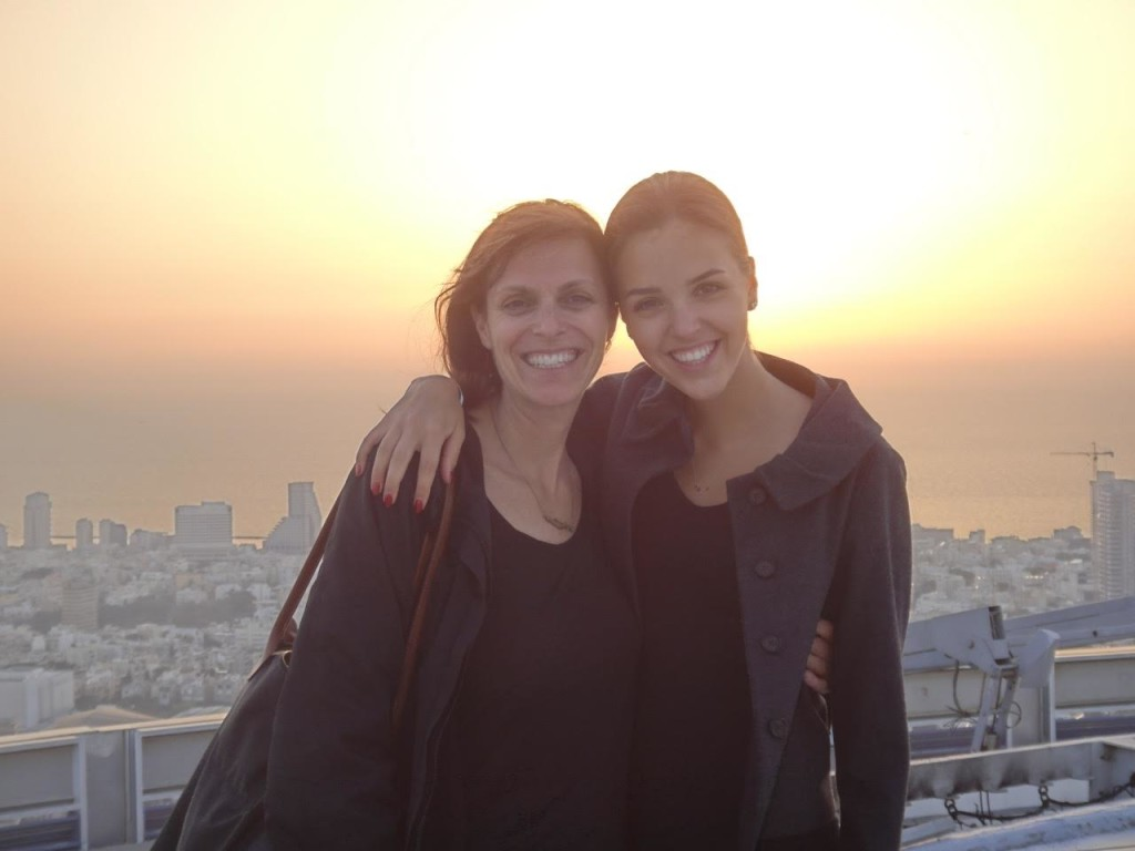 Erin together with her mother on the roof of Azrieli Towers in Tel Aviv