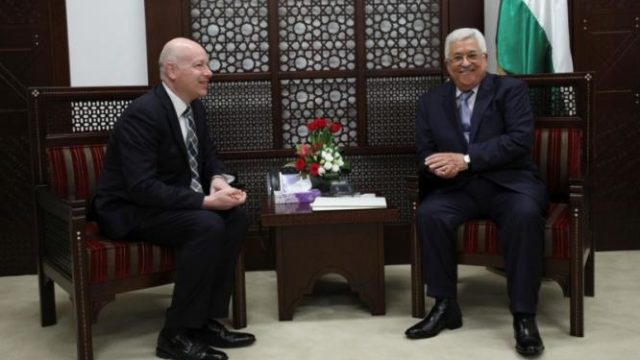 Palestinian President Mahmoud Abbas with  Trump envoy Jason Greenblatt - Photo: Reuters